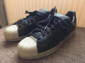 Adidas shell toe superstar size 9