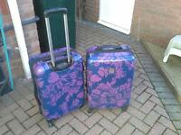 TWO HARD LIGHTWEIGHT SUITCASES(4WHEEL)58X40X25CMS