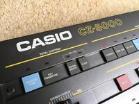 Casio CZ 5000 Phase-Distortion Synthesiser with hard flight case. Excellent Condition, Vintage Synth
