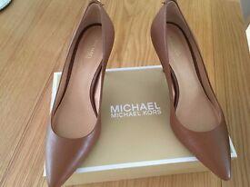 Michael Kors tan leather classic court shoe. Brand new unworn UK size 6.5 (usa 8.5) £45.00