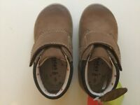 The new exclusive kids leather M&S ankle shoes/boots size 6 UK