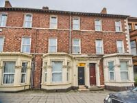 Huge 7 Bed Property in Stranmillis - Short Term Lease - Electric, Heating and Internet Included