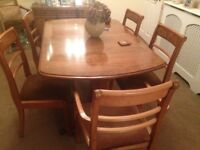BEAUTIFUL DINING TABLE & 6 CHAIRS MADE BY NATHAN