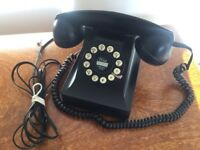 Classic Retro Vintage desk phone in black (landline)