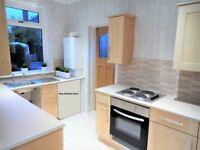 Large ensuite (private bathroom)-Direct Bus: City centre, Airport, HWU; walk: EC, Napier