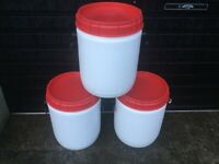 Plastic Barrels with Screw Top Lid and side Handles 30 Litre excellent