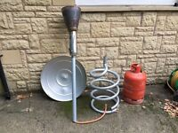 Hot spot outdoor patio heater, including propane gas cylinder