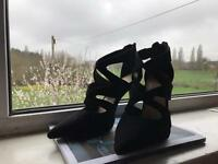 Women's high heeled shoe