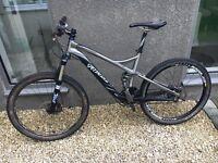 Specialized stump jumper expert mountain bike