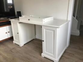 Desk for quick sale