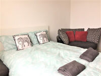 Newly decorated lovely double bed room to let