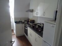 £400 PCM Studio To Let in Custom House, Dockview Road, Barry, CF63 4AE