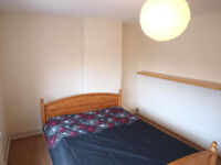 *AVAILABLE NOW* A large 1 double bedroom first floor flat located on Camden High Street