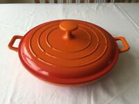 Beautiful covered cooking / casserole dish