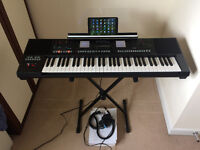 Roland E-A7 keyboard + 8.9 Hipstreet Electron Tablet + Superlux HD330 hedphone + 8GB Pndrive +extras