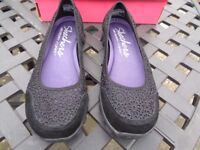 Skechers Black Sweet Pea Shoes in Size 5 (Brand New)