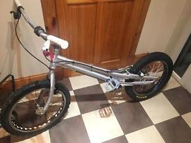 """Zoo 20"""" trials bike"""