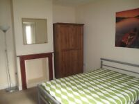 Superb large double room- tidy young professional House share near Redhill Station and Town Centre