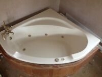 Jacuzzi corner spa, 6 jets 1500x1500, Cream, pumps pipework all attached with wooden front panel