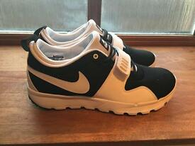 Men's Nike black/white trainers