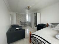3 Bed Flat To rent only £1800PCM