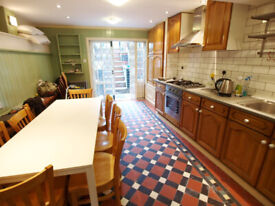 A large & bright 3 bed 2 bath split level flat situated in Holloway walking distance to Highbury