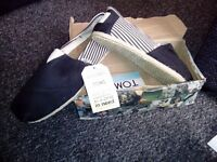 Toms Size 9 classic university blackrope Slipons boxed