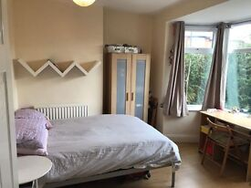 STUNNING DOUBLE ROOM AVAILABLE IN 3 BEDROOM FLAT!