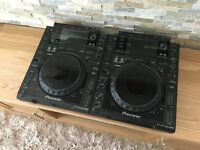 2x Pioneer CDJ 2000 Pair + Cables - MINT CONDITION + Flight Cases