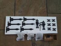 Black Cast iron door and window hinges and pair of door handles. + screws. Very good condition.
