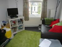 **Holloway, nice 2 beds flat with en-suite showers room, 7 mins walk from tube!! **