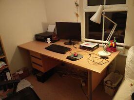 Office desk in excellent condition 180cmx75cmx72cm