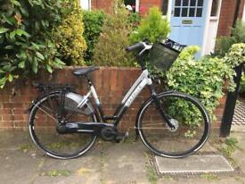 Beautiful ladies Dutch style bicycle - Gazelle Chamonix Comfort