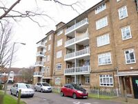 Superb Apartment With Private Balcony, Moments From Tooting Bec Common.