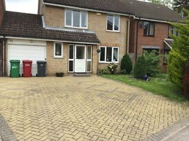 4/5 BEDROOM DETACHED HOUSE IN LANGLEY IN A HIGHLY SOUGHT AFTER AREA AT END OF VERY QUIET CUL DE SAC