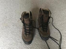 Winter walking boots Brasher Kanaga GTX size 8.5 UK