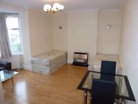 MASSIVE SPACIOUS TWIN ROOM WITH 2 SINGLE BEDS TO RENT IN BRENT CROSS (NORTHERN LINE) - ZONE 3