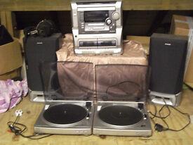 One stack aiwa. Speakers 2 large ones aiwa. 2 record players aiwa px e860 & head phones.