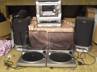One stack aiwa. Speakers 2 large ones aiwa. 2 record players aiwa px e860 & head phones.