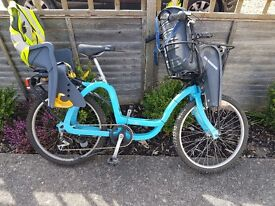 Ladies dutch bike for cycling with two children twins or under 5's