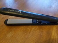 Hair straightener in perfect condition, includes storage pouch!