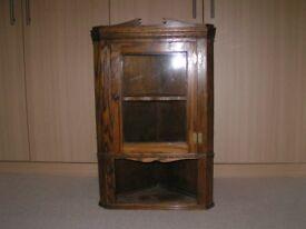 Wall mounted corner unit in oak