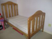 Mamas & Papas 'Lucia' cot bed with change table