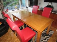 """SOLID oak dining table (furnitureland) 70""""L x 36""""W Extendable to 87""""L 1st class condition. £180.00"""