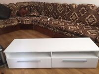 Television stand/bench for dvd/vcr in white 2 drawers