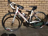Road bike Giant Defy 2 excellent condition.