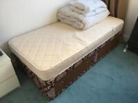 Single Bed plus mattress and duvet set and 2 pillows £10