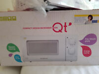 Daewoo QT small microwave oven