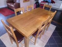 Nearly New Oakland Table and 8 Chairs