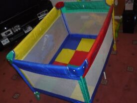 LARGE GRACO MULTI COLOURED TRAVEL COT - STRONG AND EASY TO USE